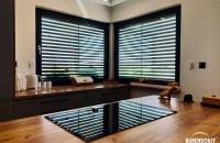 Okno-w-kuchni-zaciemnione-roletą-Bubendorff