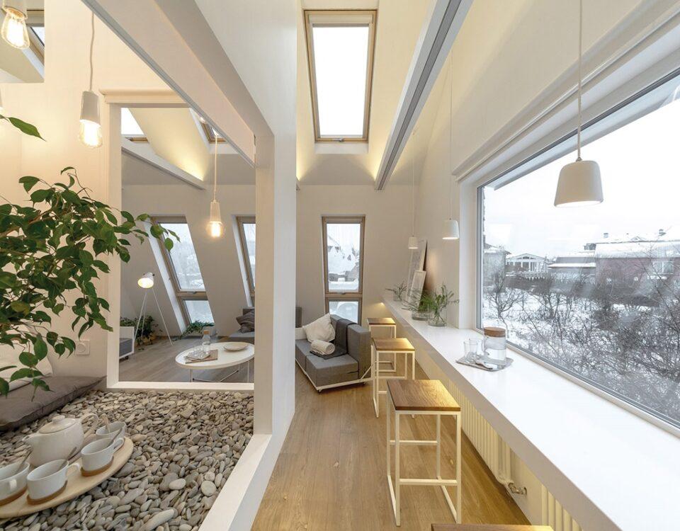 Apartament w Moskwie i dwuskrzydłowe okna dachowe.