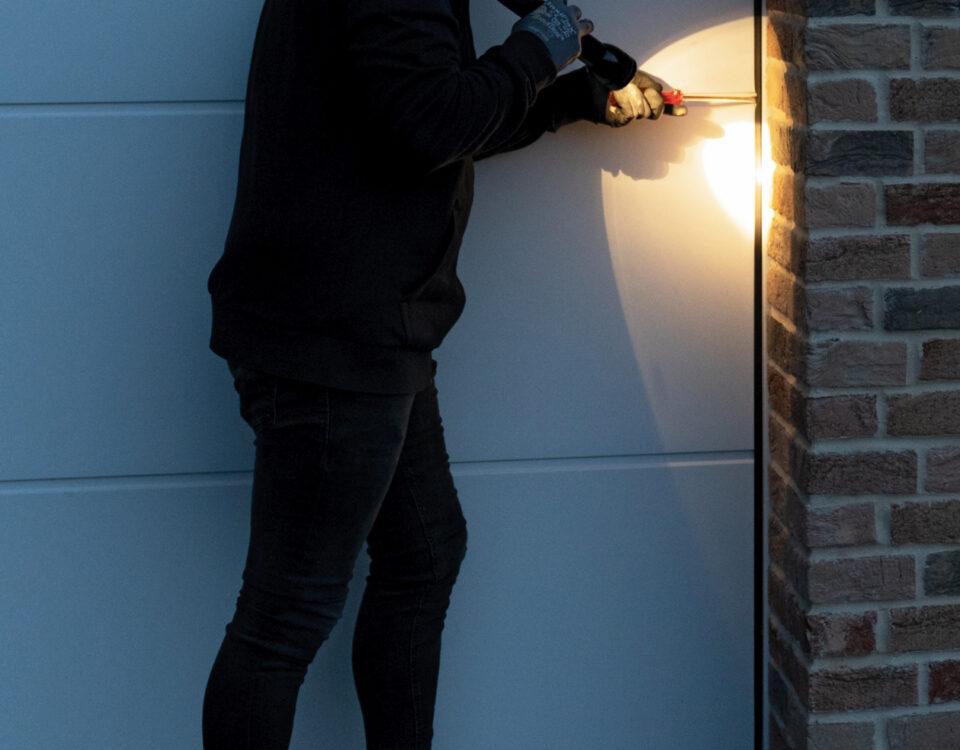 Jak zabezpieczyć garaż przed złodziejem