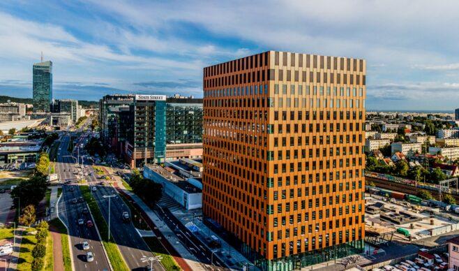 Nowoczesny wieżowiec Wave w Gdańsku z Certyfikatem Leed Core&Shell na systemach Yawal